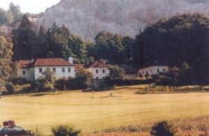 Emil Rotschűtz, ki je zaslužen, da je Kranjska čebela dobila rodovno ime, je živel v gradu Podsmreka